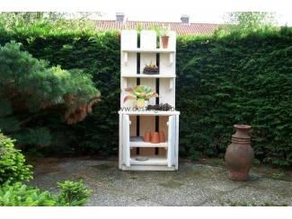 Steigerhout tuinkast voor planten en decoratie.