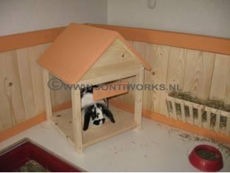 Houten konijnenren voor binnen, model Koos.