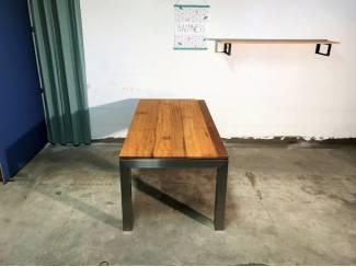 Rvs design tafel BARCA met iroko, OPRUIMING!
