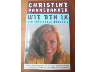 Wie ben ik - een spirituele rondreis - Christine Pannebakker