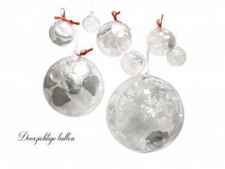 Kerstballen transparant om op te hangen.