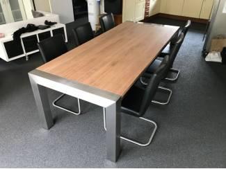 Eiken houten tafels met rvs tafelpoten / tafelonderstel op maat