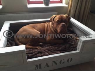 Steigerhouten hondenmand, model Mango