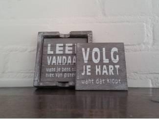 Houten onderzetters met Nederlandse tekst