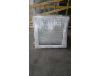 Vaste ramen in wit kunststof b 500 x h 500 ? 42,50