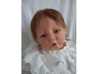Lenie is gekleed in een prachtige doopjurk!