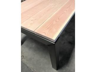 Industriele tuintafel, stalen tafelpoten met houtenblad naar keuz
