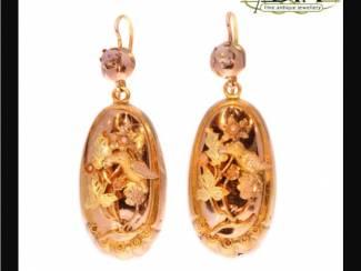 Antieke oor studs, diamant, koraal, parel, zilver en goud.