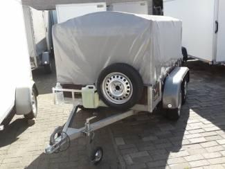 aanhangwagen met metalen kooi