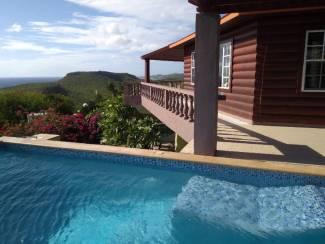 Villa Cas Abou Curacao met zwembad Jacuzzi vlak aan strand
