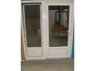 Kunststof achterdeuren, vol glas, borstwering of kleur