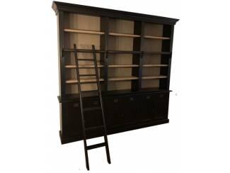 Boekenkast zwart - eiken achterwand en schappen 260 x 240cm