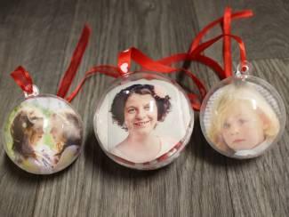 Kerstballen transparant rood satijn kerst lint