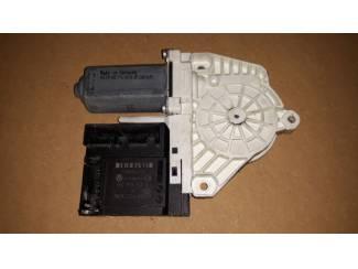 Volkswagen onderdelen Volkswagen raammotor portier 1KO959793G / F005S00202