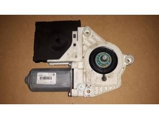 Volkswagen raammotor portier 1KO959793G / F005S00202
