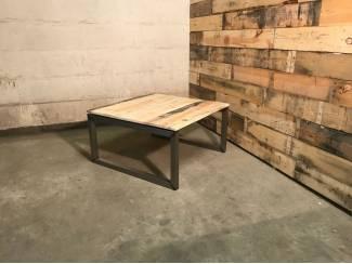 Tafels Industriele salontafel van staal en reclaimed wood vierkant 80x80