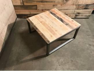 Industriele salontafel van staal en reclaimed wood vierkant 80x80