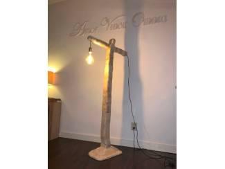 Vloerlamp hout reclaimed wood handgemaakt 150cm