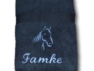 Handdoek groen met donkerblauw (navy)