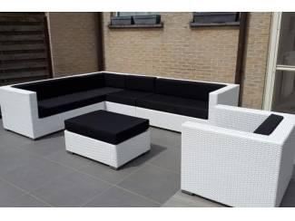 AANBIEDING loungeset hoekbank wit wicker 3x2.30m.stoel en tafel