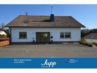 Goed onderhouden huis met extra woning, openhaard en tuin
