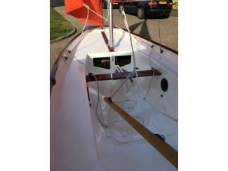 Zeilboten en Toebehoren Volledig gerestaureerde Mirror dinghy uit 1976.