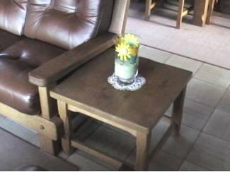 Klein tafel in eik voor eventueel bijzettafel,handig,design