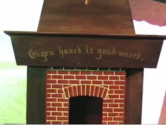 Overige Spreuk gebrand op houten plank en eigen haard is goud waard