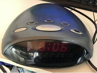 Digitale wekker radio, elekt.of bat. en antenne en QUARTZ