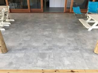 Licht grijze betonlook tegels! Nu al v.a. ?9,98 pm2!