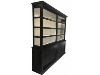 Sfeervolle zwarte hoge kast zijkant glas 240 x 240
