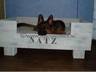 Hondenmand op blokpoten, model Koos