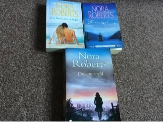 3 boeken met 5 verhalen van NORA ROBERTS mooie romans,leesplezier