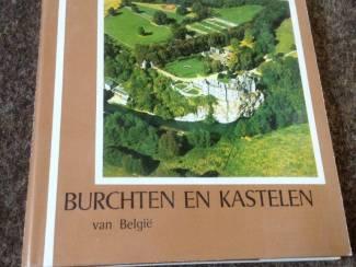 10 prachtige boeken van Burchten & kastelen ,zeer leerzaam