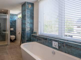 Badkamertegels diep blauw 20x50 cm hoog glans