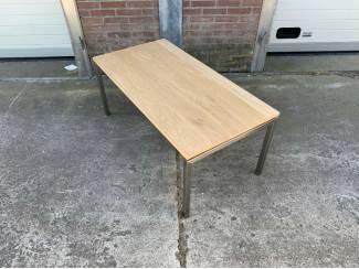 Tafels Moderne eiken salontafel met rvs poten