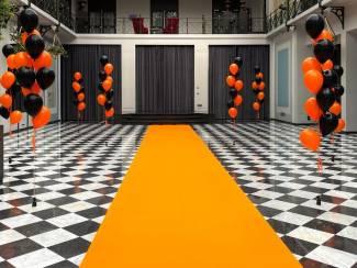 Oranje loper voor open deur dagen