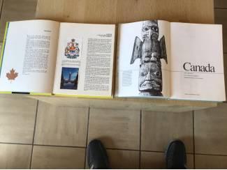 2 boeken v.Canada ,oudere & vernieuwde versie TOP