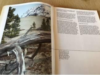 Overige 2 boeken v.Canada ,oudere & vernieuwde versie TOP
