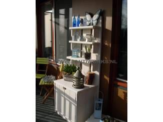 Tuinhuisjes en Meubelen Steigerhout plantenkast met deurtjes en drie schappen