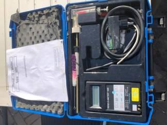 Gas  druk/pers  Monox en Rend-0- 500  in 2 koffers z.g.a.n.