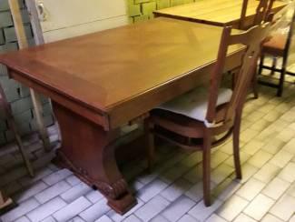 eetkamertafel + 4 stoelen